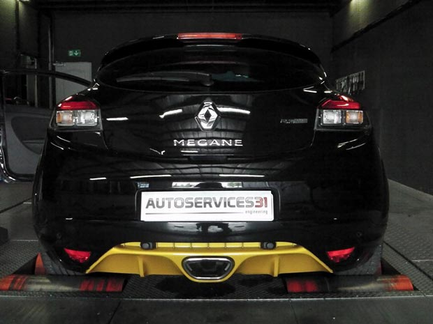 MEGANE-3-RS-RED-BULL-RACING-265-cv2